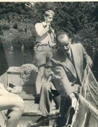 Traunseefischer: Helmut mit Vater Hans Paul und Freund Peterhans Clodi, 1945
